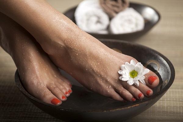 چگونه بوی بد پا را از بین ببریم