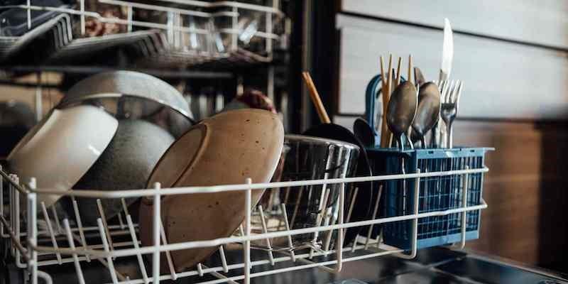 چگونه از ماشین ظرفشویی نگهداری کنیم + نکات استفاده و نگهداری